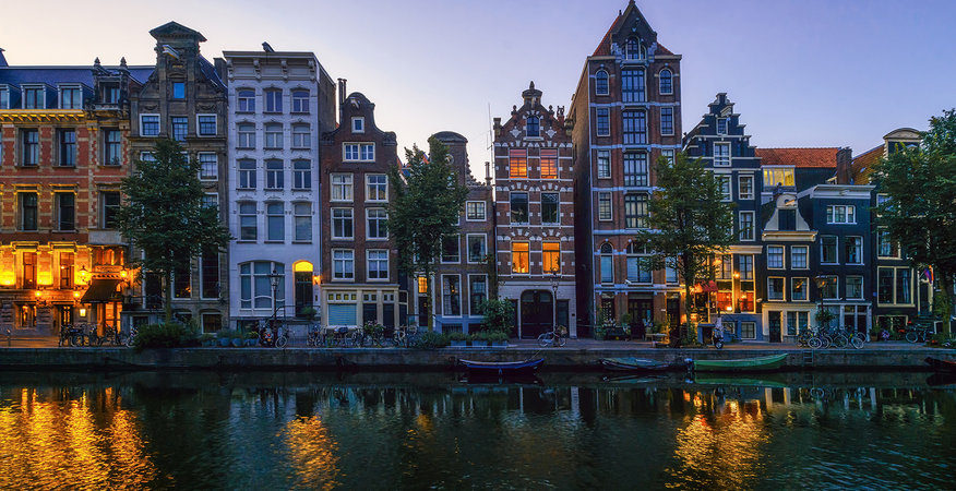 Netherlands_Amsterdam_Houses_Rivers_Evening_529829_2560x1440